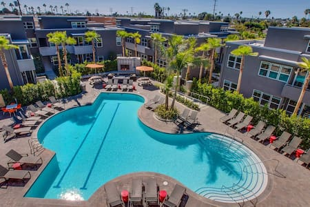Modern stylish apartment w/ resort like amenities. - Los Angeles
