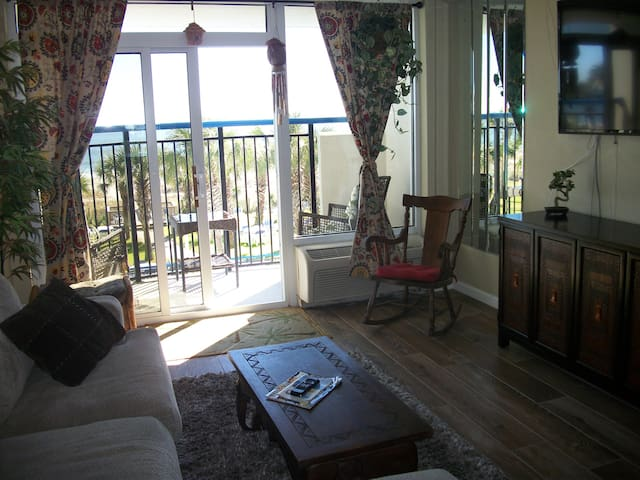 """Honeymoon Suite "" $39(M-Th) thru April - Myrtle Beach - Apto. en complejo residencial"