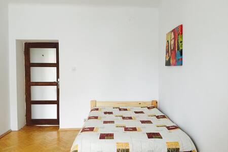 Big Room 10min to center by metro - Apartamento