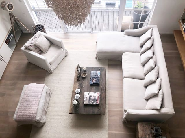Penthouse  in the city with open spacious comfortable lounge