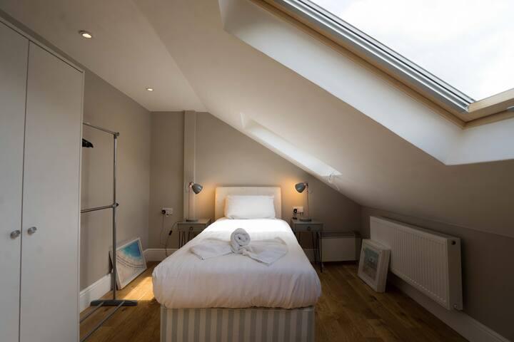 Woodford House - Rm7 2nd Floor Shared Bath