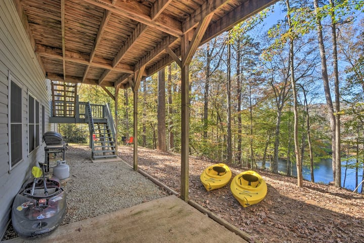 NEW! Lake Hartwell Waterfront Getaway w/ Fire Pit!