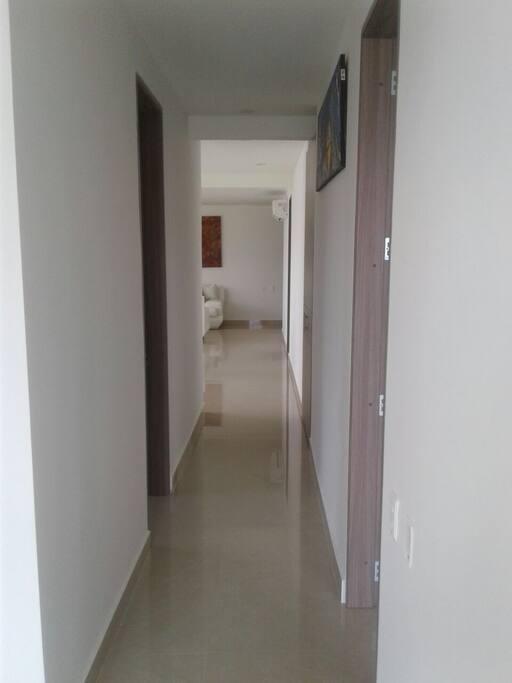 Corredor a las habitaciones