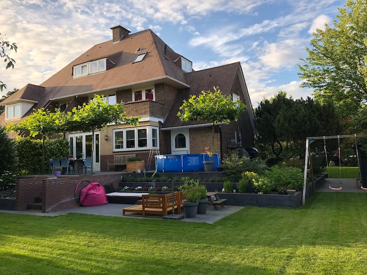 Nice semi-detached villa 20 mins from Amsterdam