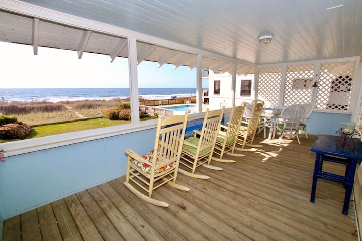 Classic Oceanfront, 6 BR, Private Beach House - North Myrtle Beach - Maison