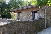 "La ""petite maison"" au printemps The ""mini house"" in spring"