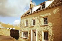Central location, 4 bed cottage, Alderney