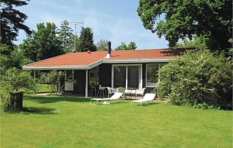 Holiday cottage with 2 bedrooms on 76m² in Hornbæk