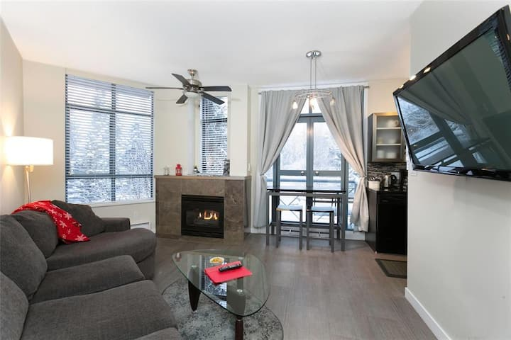 ˯Two bedroom, two bathroom Whistler Village