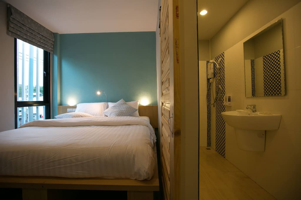 Deluxe room @ 850 baht per night (2 persons)