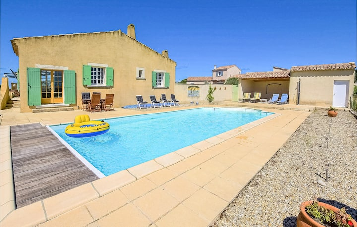 Amazing home in St. Maurice sur Eygues with Outdoor swimming pool, WiFi and 4 Bedrooms