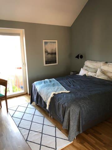 Master bedroom, bedsize 180 cm