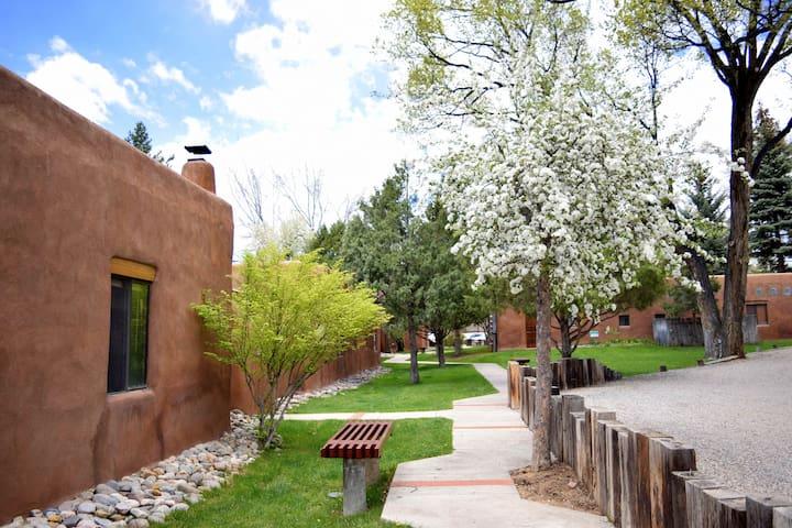 Spanish-style courtyards near Taos Historic Plaza