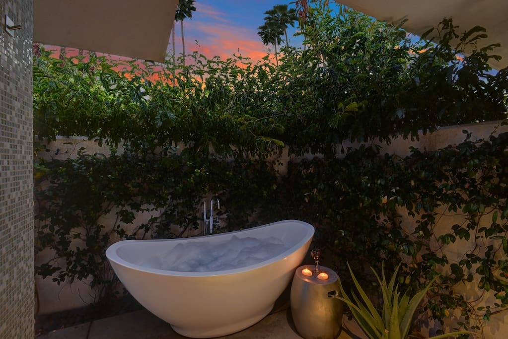 Have an unforgettable bath in the private soaking tub in the courtyard.
