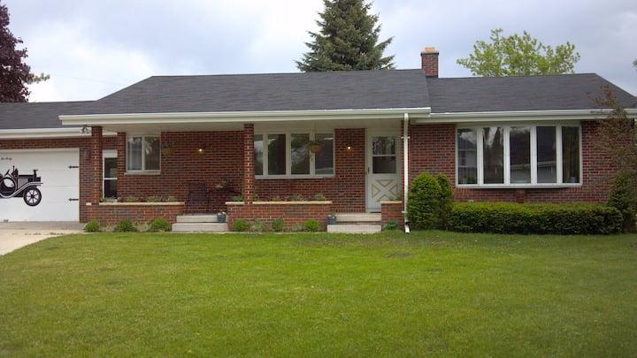 Bender Haus-Perfect Location- Elkhart Lake Home