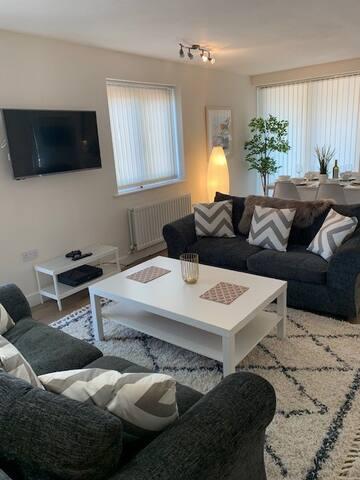 Worcester City Quiet spacious apartment & parking