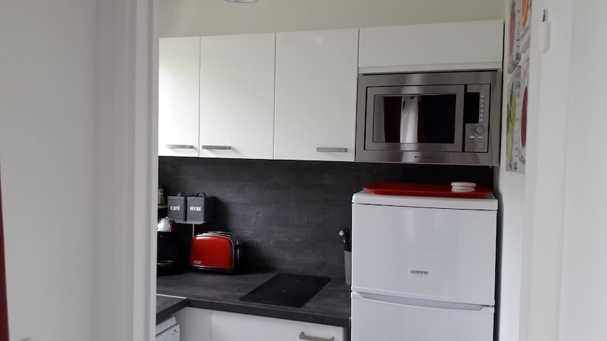 BEL APPARTEMENT 200 m centre VALLON