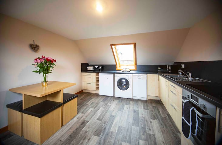 The Attic Flat, centre of Thurso, Sleeps 4