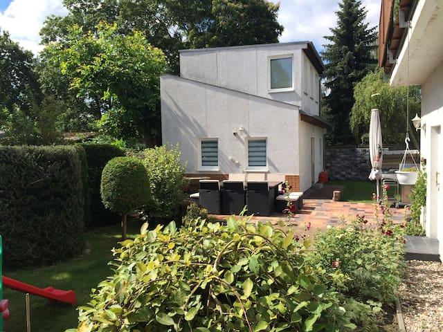 Das grüne Berlin - Wohnen im Häuschen, mit Garten - Berlijn - Huis