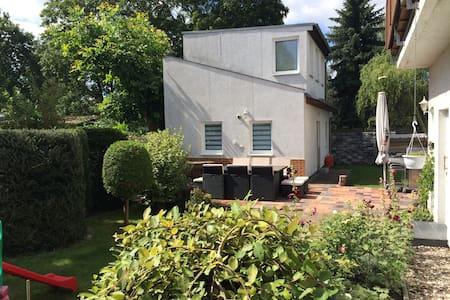 Das grüne Berlin - Wohnen im Häuschen, mit Garten - Berlín - Casa