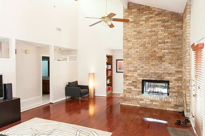 Private room close to DFW Airport! - Bedford - House