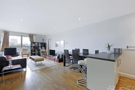 Spacious double bed with en-suite - London - Wohnung