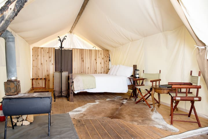 Under Canvas Yellowstone - Deluxe with King Bed