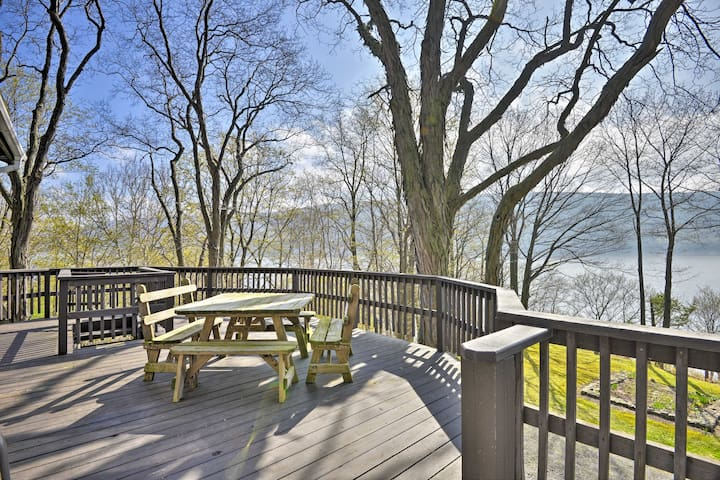 Waterfront Skaneateles Lake Home w/ Beach!
