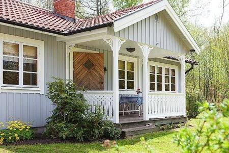 Nice summerhouse/Fint fritidshus nära Sandvik - Borgholm N - 小木屋