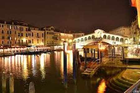 APARTMENT 10 MINUTES FROM VENICE