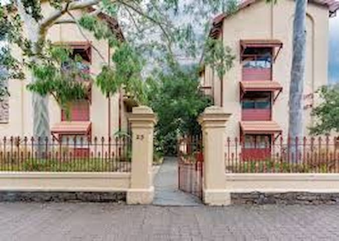 Glenelg  - walk to Jetty Rd/Beach/Tram - 2 Bedroom - Glenelg - Apartamento
