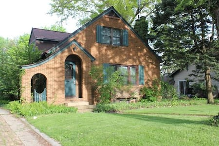 Beautiful Home Near Downtown Goshen - Goshen - Dom