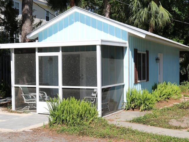 East Beach - 1 bed -1 Lot Off Beach - Pets OK