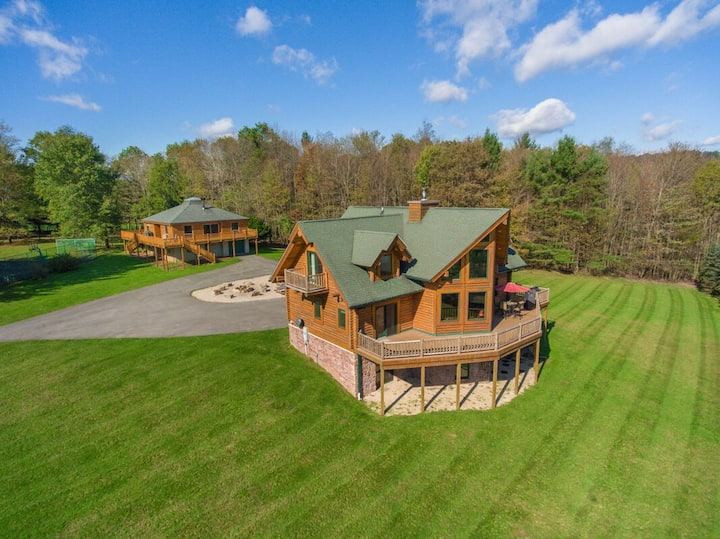 NEW! DOGS WELCOME! Estate Property w/2 Homes, Dock Slip, 2 Hot Tubs, & Fire Pit!