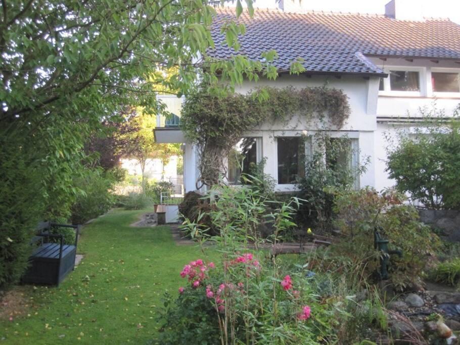 Rückansicht, Garten/Back of the house, garden