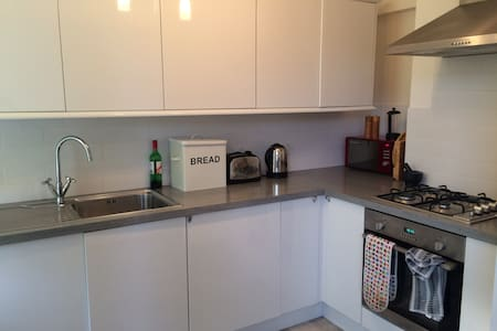 Well placed and spacious in St Leonard's on Sea - Apartment