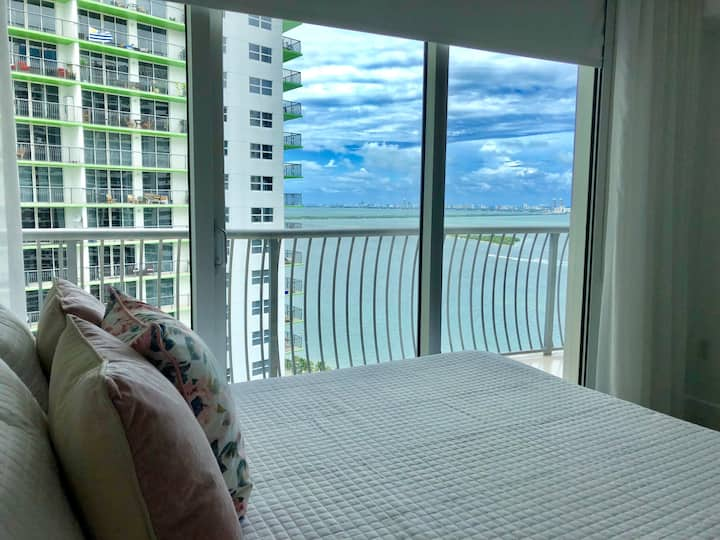 New! Modern 1 BR with breathtaking Bay Views