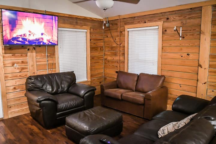 Cozy 3BR Cabin Near French Quarter and Bywater!