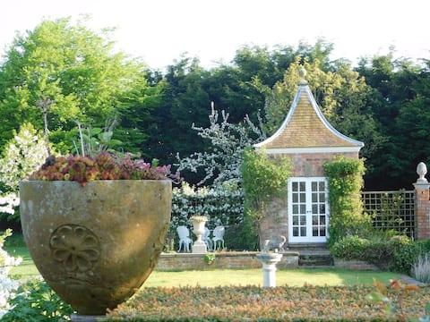 Manor Farm Cottage -5 miles from Peckforton Castle