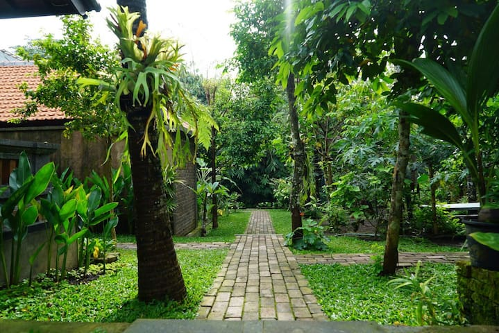 LIVE IN PURE WARM G HOUSE 1BR CLOSE TO UBUD Y.BARN - Ubud - Appartement