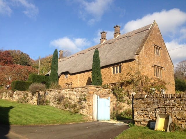 A 17th century thatched countryside retreat.