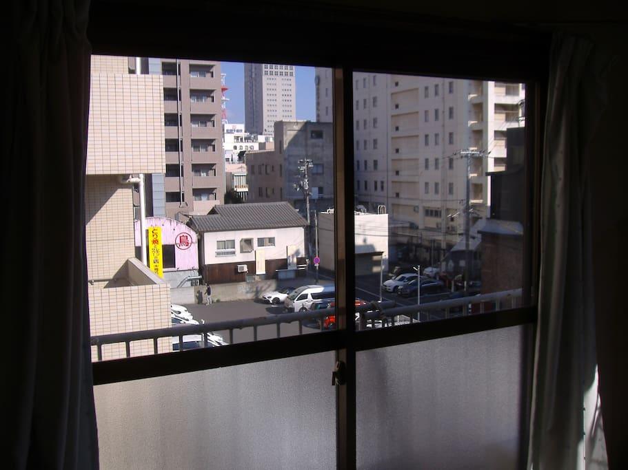 東の窓から