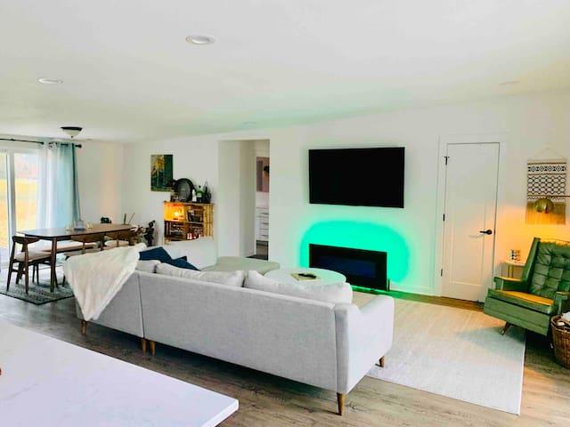 Lees Summit Modern Lake House Retreat