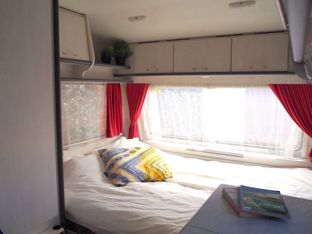 Double bed 140x200
