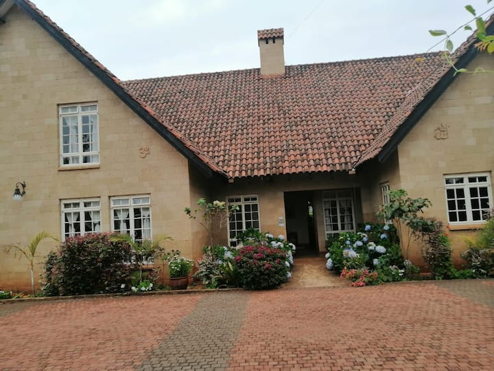 LUXURIOUS VILLA(FURNISHED), RUNDA ESTATE.