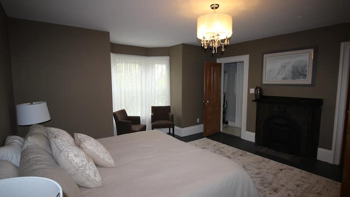 Maplehurst Manor - The Chandler Suite