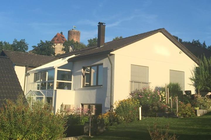 Apartment mit Burgblick