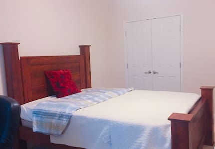 Lovely Room close to CDC, Emory University - Decatur
