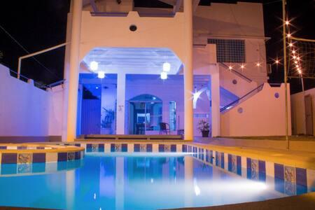 Puerta Azul-Close to the beach & modern amenities