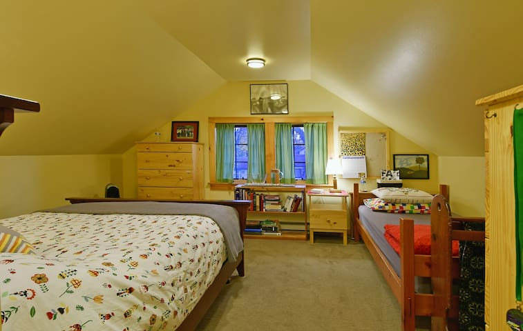 Bungalow Bedroom: Short or long stay